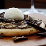 Chocolate & hazelnut pizza with ricotta, banana, icing sugar & vanilla gelato
