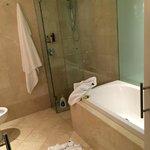 bathroom  (king club room)