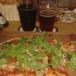 La pizza e parte delle birre