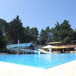 piscina e ristorante molto bella