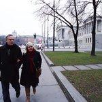 Dr Willians e esposa num passeio descontraído por Viena
