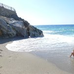 Бухта левее отельного пляжа
