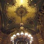 Lustre de uma das salas que fazem parte do Palácio