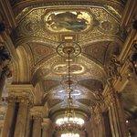Teto de um dos salões do palácio.