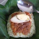 morning bite: nasi dan teh susu