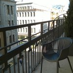 Supreme Solo Queen balcony