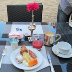Breakfast table on the terrasse