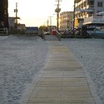 Path from the beach to Motel