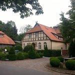 Klostermühle. Rechts geht es auf den Parkplatz