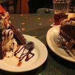 Postres: brownie y torta de zanahoria