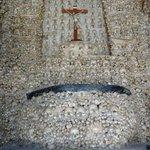 Chapelle, mur du fond.