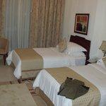 Спальня с отдельными кроватями