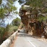 Overhanging rocks on way down to Port de Valldemossa