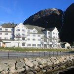 De kamers waar je op het eidfjord kijkt, probeer midden van het hotel te kiezen ivm en balkon.