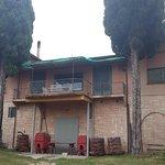 Dieses ehemalige Bedienstetenhaus wird bald auch zur B&B Unterkunft saniert und ausgebaut.