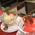 Veganes Vanille Eis und Himbeersorbet