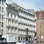 Alexandra Hotel from Andersens Bld.