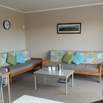 Top Motel unit, lounge