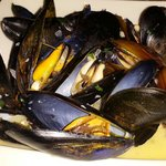 Chardonnay steamed mussels