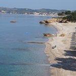 вид на пляж с террасы