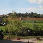 Vue sur le vieux village de Bagnols prise de la terrasse