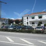 Hotel e parque frontal