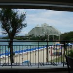ザ・グリルからホテル全景