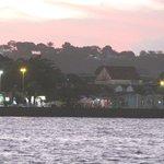 Cair da tarde em Porto Seguro, do outro lado do rio
