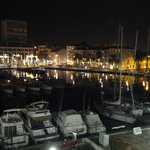 Vue de nuit de la terrasse côté port