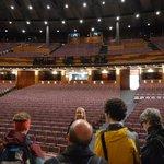 大劇場の舞台上で