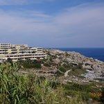 widok hotelu z drogi do Faliraki
