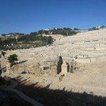Cementerio judío y tumbas asmoneas