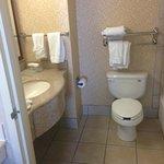 Nice bathroom with amenities/Nutrogena