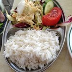 Cold rice with salad on the side