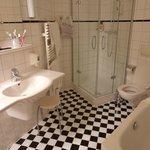 Ванная комната номера Комфорт (душевая+ванная)