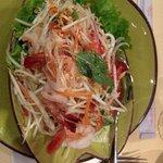 salade thaï aux crevettes, à la citronelle (sans concombre ni poivron pour moi)