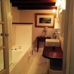 O banheiro do quarto do primeiro andar