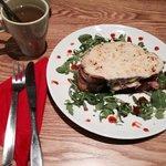 croque monsieur: un ottimo sandwich accompagnato da The Verde