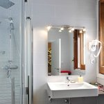 Modern private bathroom Barcelona Hotel Ginebra