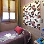 Single room with private bathroom Hotel Ginebra Barcelona