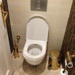 Banheiro do restaurante do Hotel Double Tree Izmir