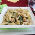 Pasta with chicken and spinach