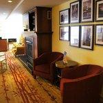Hotel Carlingview - Lobby seating area
