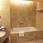 Douche italienne et baignoire
