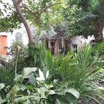 Las favoritas del Pachá turco solazaban su vista en este jardin interior.