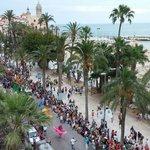 Vista del desfile de la Gay Pride en Sitges en el paseo marítimo desde la Terraza-Chillout, el D