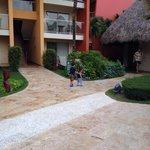 Habitaciones frente a la piscina de niños