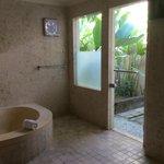 Deluxe Villa #10 - bathroom & outdoor shower