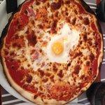 Pizza lyonnaise