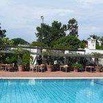 Blick über Pool und Restaurant